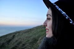 Sonriendo a la puesta de sol (dgomez_h) Tags: sunset sea portrait cute sol girl hat de coast mar chica gale puestadesol sonrisa sombrero puesta anochecer getxo algorta lagalea fuertedelagalea