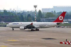 "Turkish Airlines TC-JNF ""Canakkale"" (Howard_Pulling) Tags: plane germany deutschland airport nikon flight german april flughafen dusseldorf 2014 flug d5100"