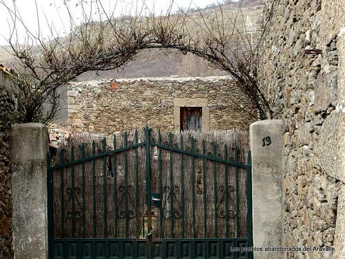 MARCHA-371-los-pueblos-abandonados-valle-de-aravalle-avila-senderismo (21)