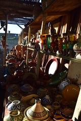 Traditionelle Tpferei Marokko (AsBouji) Tags: shop morocco marokko earthenware ware tajine asilah kunsthandwerk tpfer traditionelles marrokanisches