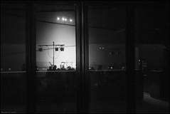 les zles d'obus ( joaquim nunes) Tags: street city people urban man men monochrome branco contrast portraits photography pessoas moments shadows theatre candid streetphotography preto workshop e urbano rua pretoebranco momentos monocromtico cenes