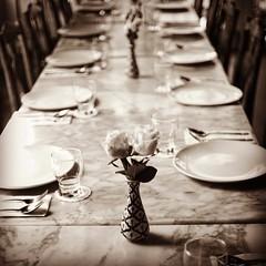 ณ ร้านอาหารชื่อดังแห่งหนึ่งในจังหวัดภูเก็ตที่พนักงานบ่นลูกค้าจะๆข้างๆหู ไม่เป็นไรภาพสวยดีให้อภัย อิอิ #monochrome #dinningroom #dinner #food #olympus #olympusthailand #omdem1 #mitakon25mmf095 #mitakon #southern #phuket #thailand #hbtrip