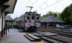SEPTA 410 on a very late train 551. (CPShips) Tags: septa ge merion silverliner paolithorndaleline