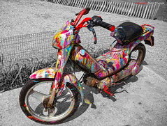 Brommer (Pieter Musterd) Tags: holland art bike canon nederland canon5d motor peugeot brommer selectivecoloring musterd pietermusterd 5dmarkii selectievekleuren
