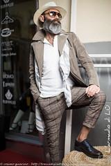 IMG_4592 (traccediscatti) Tags: moda persone uomo barba cappello occhiali pubblicit modello abbigliamento accessori pantaloni