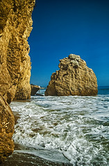 El Matador Beach (Priscila de Cssia) Tags: ocean california sea naturaleza beach nature nikon rocks colorful waves natureza hdr elmatador naturephotography elmatadorbeach nikond90