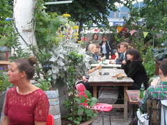 Dinner in the Garden (cohodas208c) Tags: garden restaurant zurich nightlife happening foodstands 5thdistrict fraugerolds