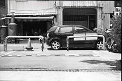 (Yu,Tsai) Tags: bw film car 50mm iso400 taiwan tainan  elmar leicam2 leitz elmar5cmf35 volkswagenpolo9n3 gtx970 rolleiretro400s
