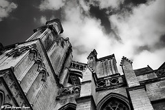2889 - La Cathdrale, Saint Omer, 2016 (ikaune) Tags: nb bw noiretblanc blackandwhite ikaune argentic argentique monochrome cathdrale saintomer nuages clouds minox