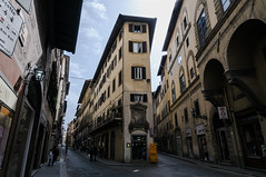 Florence #2 - The slim house (bigmike.it) Tags: street old city florence centro tokina via firenze 116 storico 14mm 1116