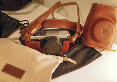 Q-3585 (iTrax) Tags: leather neck pentax case 01 strap q tp mx1