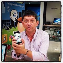Clientes felices con su iPhone 5c en @Compudemano. I ❤️ 5c #apple #iphone #5c #iphone5c #tagsforlikes #swag #iphoneonly #iOS 7