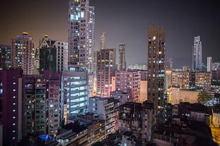 在香港,狭窄隔间里拥挤的生存