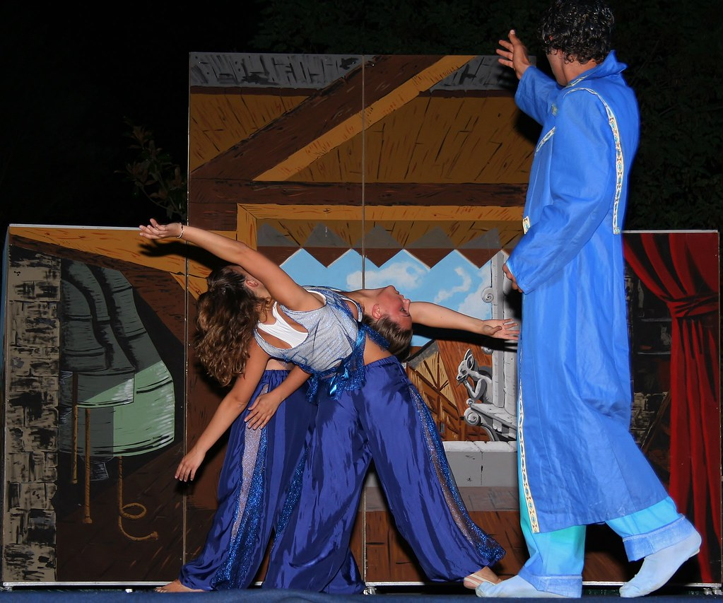 Ballerina Di Pizzica Disegno : Taranta tamburellisti di torrepaduli il ballo della rinascita