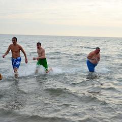 Coney Island Polar Bear Club Swim 2014 (Albin Lohr-Jones) Tags: new nyc cold beach wet brooklyn club swim coneyisland year crowd polarbear annual festivity dip plunge d800 revelry 2014 nikon35105mmf3545af