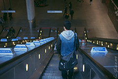 stand on the right (ken_tsuda) Tags: street london station nikon bokeh candid escalator tube canarywharf standontheright d700 kentsuda 20131228flondonstreet7977