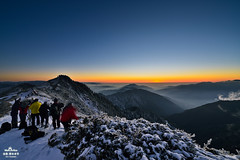 (Moson Kuo) Tags: park longexposure sunset snow cold nature beautiful landscape nikon scenery glow photographer image taiwan peak national  nikkor  ultrawide   afs    seaofclouds 2014      28g  mthehuan   1424mm  d800e vision:mountain=0925 vision:sunset=0856 vision:outdoor=099 vision:sky=099 vision:clouds=0977 vision:ocean=0831