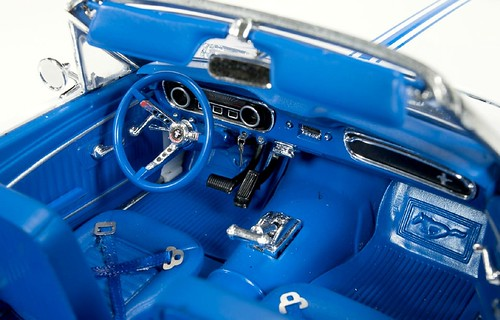 AutoWorld Ford Mustang Pace Car 64 (6)