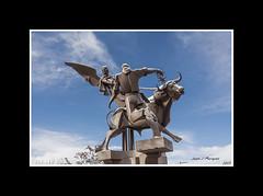 TERUEL-MONUMENTO A LA VAQUILLA II (Juan J. Marqués) Tags: angel escultura cielo toro teruel hierro vaquillas