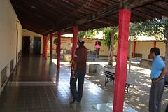 Frei Gilberto e Irmo Raimundo no claustro do convento-escola 065 (vandevoern) Tags: brasil sombra convento escola piaui frei floriano vandevoern marcosparente