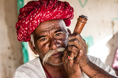 Old Rajput man with turban smoking pipe (marcusfornell) Tags: red people india asia asien desert pipe oldman tribal turban indien bikaner jaisalmer thar rajasthan jodhpur southasia rajput rajasthani thardesert manvar südasien