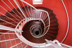 Red room (Elbmaedchen) Tags: stairs hole hamburg staircase roundandround treppenauge