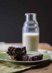 Brownies (Ivannia E) Tags: milk chocolate brownies foodphotography fotografadealimentos