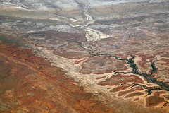 2016_06_02_lax-ewr_511 (dsearls) Tags: river utah flying desert aviation united country canyon aerial erosion rivers geology ual canyons arid aerialphotography jurassic stratigraphy unitedairlines windowseat windowshot weathering 20160602