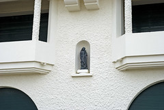 France (La Baule), 2010 (Joseff_K) Tags: wall shutter mur statuette labaule volet