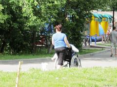 IMG_5721 (Бесплатный фотобанк) Tags: ландшафтный заказник тёплыйстан зонаотдыха тропарёво парк инвалид инвалидноекресл инвалиднаяколяс креслокаталка инвалидноекресло инвалиднаяколяска россия москва