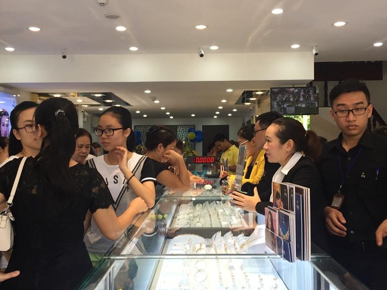Tưng bừng khai trương trung tâm kim hoàn PNJ Quảng Bình
