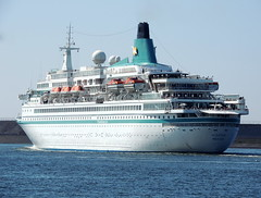 ALBATROS (Dutch shipspotter) Tags: cruiseships passengerships