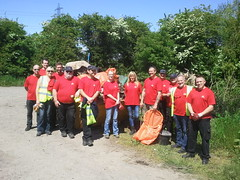 AB InBev Magor volunteers clean up (Keep Wales Tidy) Tags: up mud ab clean business waders flytipping magor reen inbev caldicot rogiet