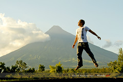 Mayon Volcano (MondoTayo) Tags: city volcano philippines arts romeo mayon bicol mondo tayo daraga legazpi albay raymund jumpshot episcope monsternine