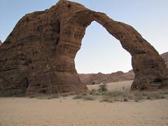 Ennedi. Rocas de Tokou. Arco del 'elefante' (escandio) Tags: chad desierto arco tchad 2013 tokou ennedi scchad