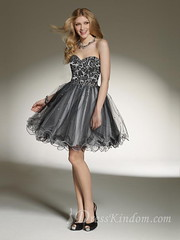 The black color didn�t make the homecoming dress lose the sense of cute. Do you agree with me?