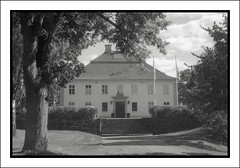 Umoe (Eirik0304) Tags: blackandwhite bw film monochrome norway architecture zeiss norge hc110 exa fornebu tessar dilutionb classicblackwhite classicblackandwhite polypanf ©edrussellroberts bwfp