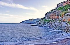 Il crepuscolo a Rio Marina (HDR) (LonelyTravellerBlog) Tags: travel sea italy island elba italia mare pentax tuscany toscana hdr elbaisland travelphotography blogtour blogtrips justpentax pentaxkr scuoladinatura geniodelbosco