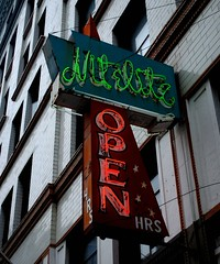 Nitelite Lounge (Cragin Spring) Tags: seattle city urban vintage restaurant washington neon lounge pacificnorthwest wa neonsign oldsign nitelite vintagesign seattlewa seattlewashington