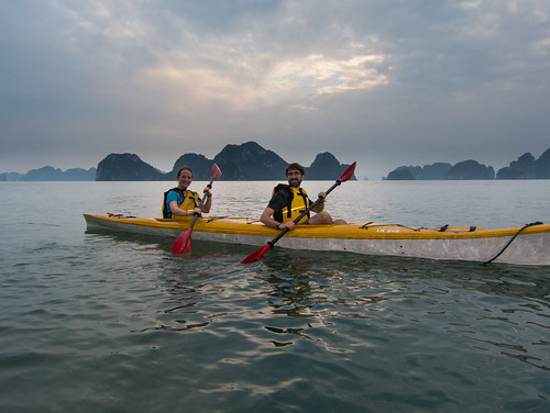 2013-11: Halong Bay: Kayaking