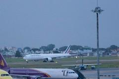 B777-300ER Air France (F-GZNI) à SGN, décollage vers PNH (AF144) - 3 (Bertrand Duperrin) Tags: planes boeing avion airfrance sgn b777 b777300er af144 fgzni