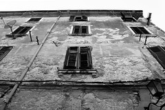 Pola (fromTraptoFrap) Tags: sea summer mer mare estate edificio croatia croazia pola pula hrvatska finestre