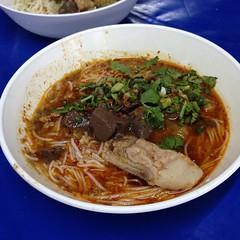 ขนมจีนน้ำเงี้ยว | Rice Flour Noodle Topped With Spicy Minced Pork Soup Northern Thai Style @ ขนมจีนสันป่าข่อย | Kanom Cheen San Pa Koi