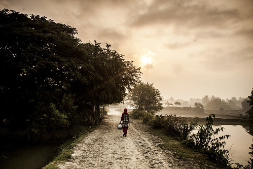 Carrying water in Khulna, Bangladesh. Photo by Felix Clay/Duckrabbit.