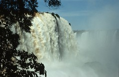 Iguazu Wasserfälle (Majanne) Tags: waterfall wasserfall brasilien cataratas cascade iguazu cataract iguacu argentinien wasserfälle cataratasdoiguacu cataratasdeliguazu grenzfluss