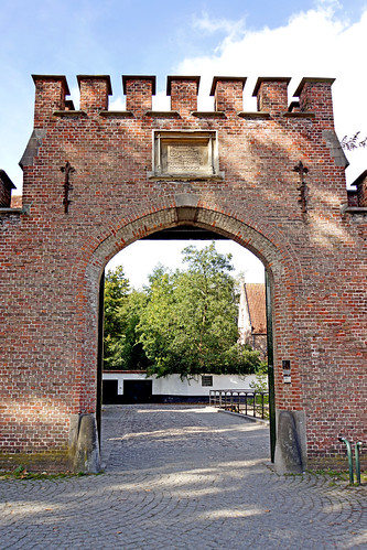Belgium-6116 - Entrance to the Beguinage