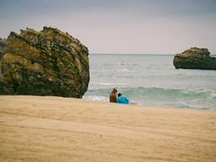Seaside couple (Pecata  Minuta) Tags: ocean sea mar seaside sand couple rocks pareja amor lovers arena biarritz orilla