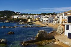 Calella de Palafrugell (Jaume Costa) Tags: sea beach water mar agua playa natura girona arena catalunya costabrava aigua rocas platja sorra roques paisatges calella calelladepalafrugell