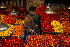 COLORS (Jayanth Anuranjan) Tags: street flowers red people india yellow corner photography market walk chennai incredible 415 hardworker cwc parrys chennaiweekendclickers mychennai