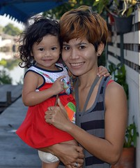 mother and daughter (the foreign photographer - ) Tags: portraits thailand nikon pretty bangkok daughter mot